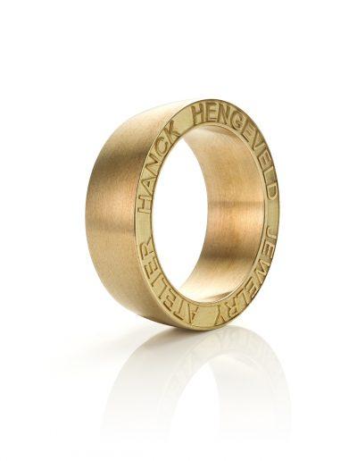 Lasergravure Zijkant Ring Matthijs Hanck Sieraden